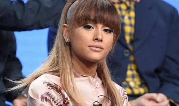 Ariana Grande disaman paparazi