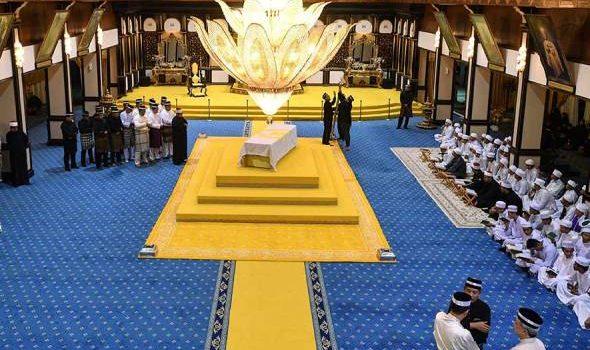 Golongan kenamaan, pemimpin dan rakyat beri penghormatan terakhir di Istana Abu Bakar