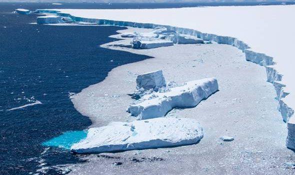 Aisberg terbesar di dunia mula terpisah di Pulau Selatan Georgia