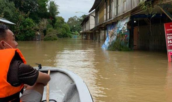 Kuching, Lundu, Samarahan dilanda banjir kilat